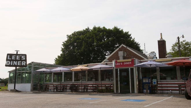 Lee's Diner, which will reopen under the name Vicky's Diner, will have outdoor seating, new operator Teddy Petropoulos said.