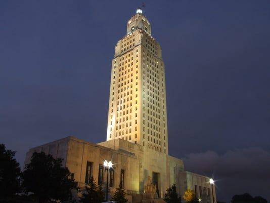 Louisiana_State_Capitol_at_night.jpg