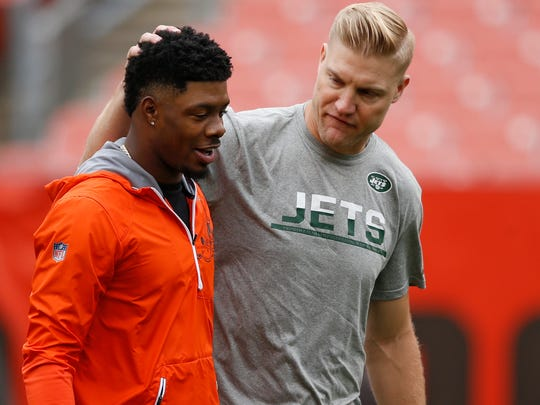 Cleveland Browns wide receiver Corey Coleman, left, talks with New York Jets quarterback Josh McCown before an NFL football game between the New York Jets and the Cleveland Browns, Sunday, Oct. 8, 2017, in Cleveland. (AP Photo/Ron Schwane)