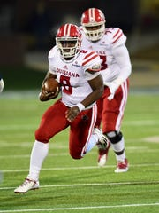 Ragin' Cajuns quarterback Dion Ray picks up some of