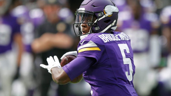FILE - IN this Aug. 28, 2016, file photo, Minnesota Vikings quarterback Teddy Bridgewater looks for a receiver during the team's NFL preseason football game against the San Diego Chargers in Minneapolis. The New York Jets signed the former Vikings star to a one-year contract, making the deal official Sunday, March 18, 2018. (AP Photo/Andy Clayton-King, File)