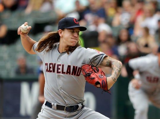 Indians_White_Sox_Baseball_81027.jpg