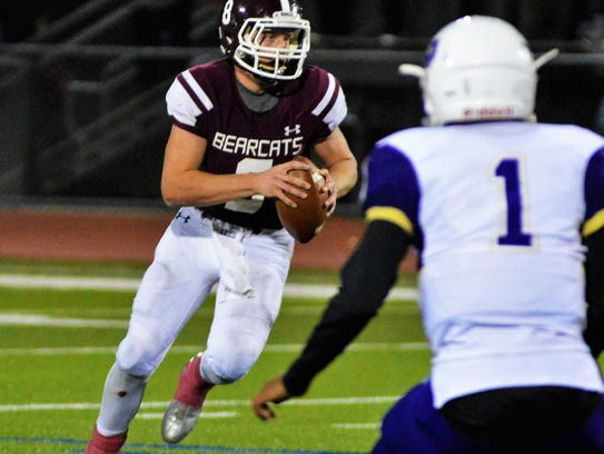 De Leon's Kevin Yeager runs with the football during