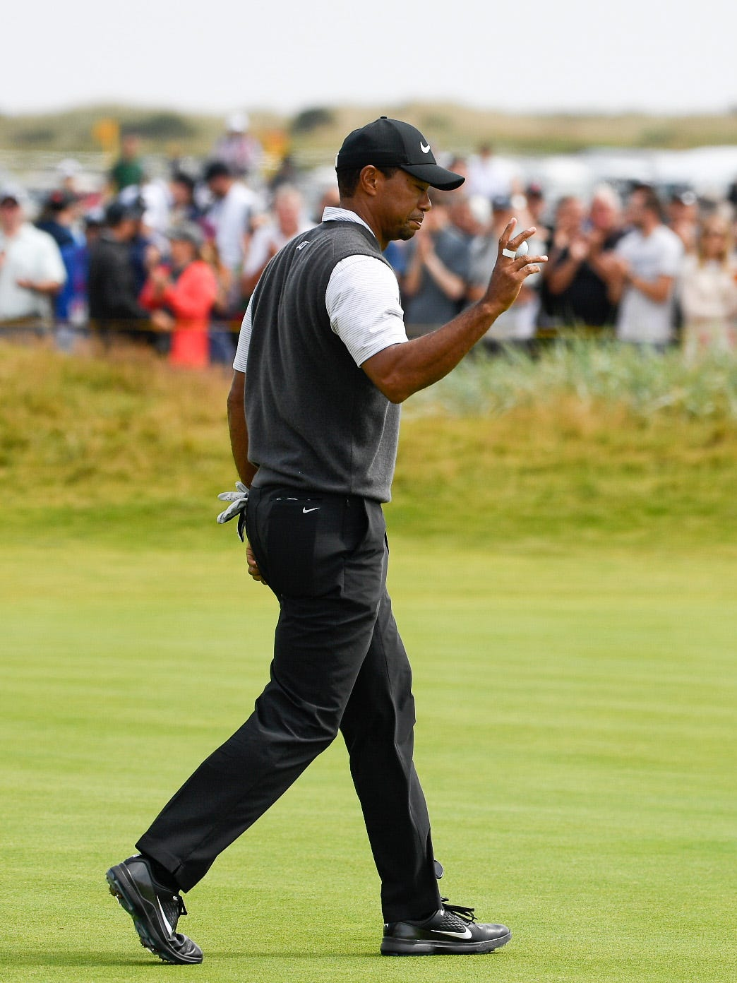 open championship  tiger woods in strong contention after
