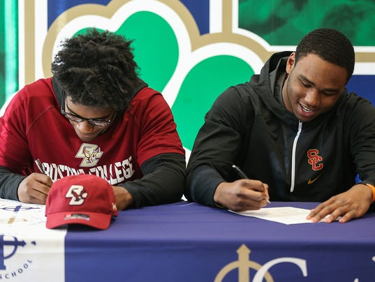 636493812716336285-1220-football-signing-day-JRW01.JPG