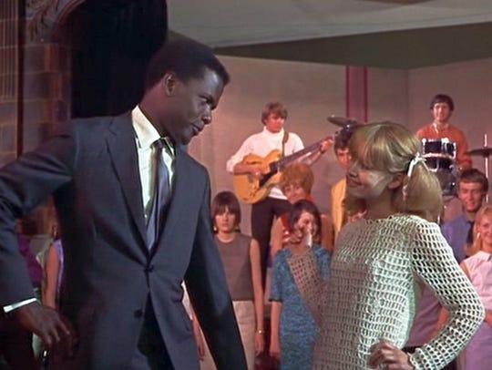 Mr. Thackery (Sidney Poitier) dances with student Pamela