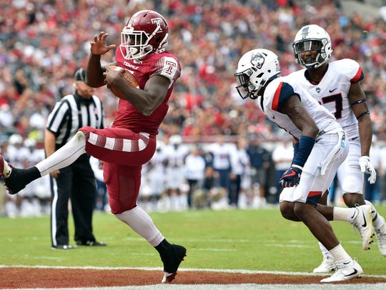 Temple Owls running back Ryquell Armstead runs the