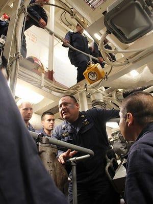 Senior Chief Gas Turbine System Technician Jose Casasgonzalez, center, leads training for Sailors aboard USS Porter