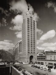 Michigan National Bank Tower in downtown Lansing, undated