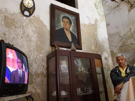 Cubans Watching Obama Speech