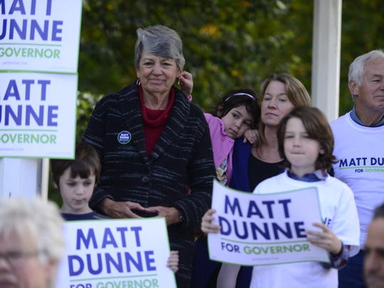 Sarah Stewart Taylor, wife of Democratic gubernatorial candidate Matt Dunne, holds the couple's daughter Cora at Dunne's campaign kickoff in October 2015.