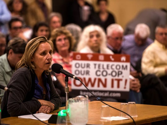 Kelly Devine, executive director of the Burlington Business Association, speaks in favor of Ting during the Burlington City Council meeting Monday night, Oct. 30, 2017.