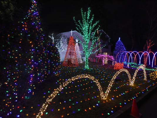 Xmas-light-show5 - Demarest Christmas Display Turns Tragedy To Light