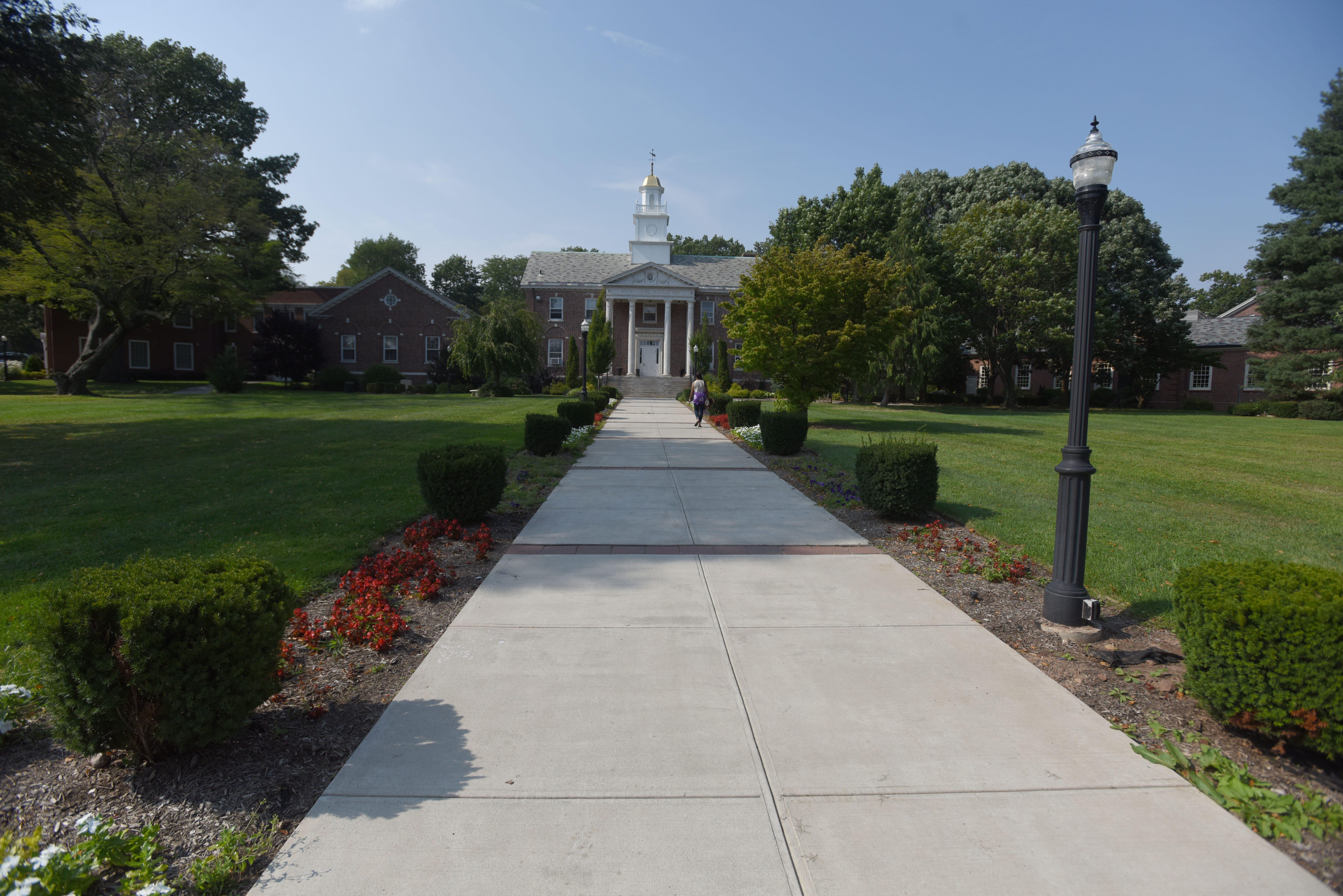 Memorials On Township Green2