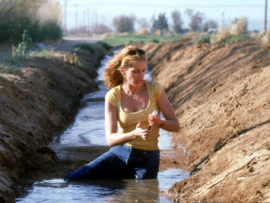 Julia Roberts in a scene from the motion picture 'Erin
