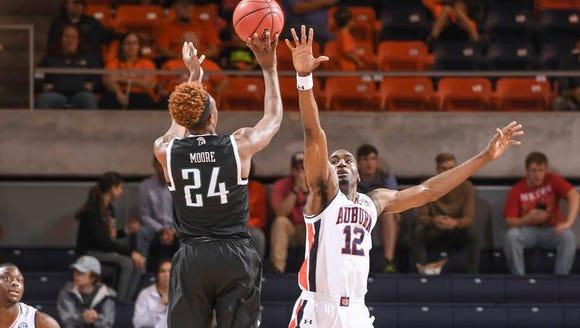 "Auburn forward LaRon Smith says Auburn is ""worrying"