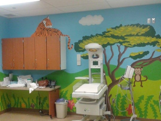 art students paint hospital 39 s baby room. Black Bedroom Furniture Sets. Home Design Ideas