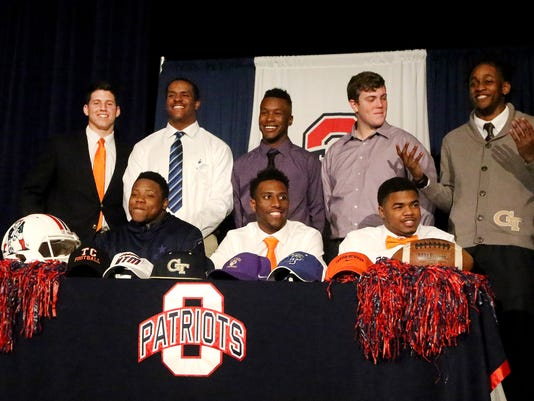 636215692560284840-05-Oakland-Football-signees.jpg