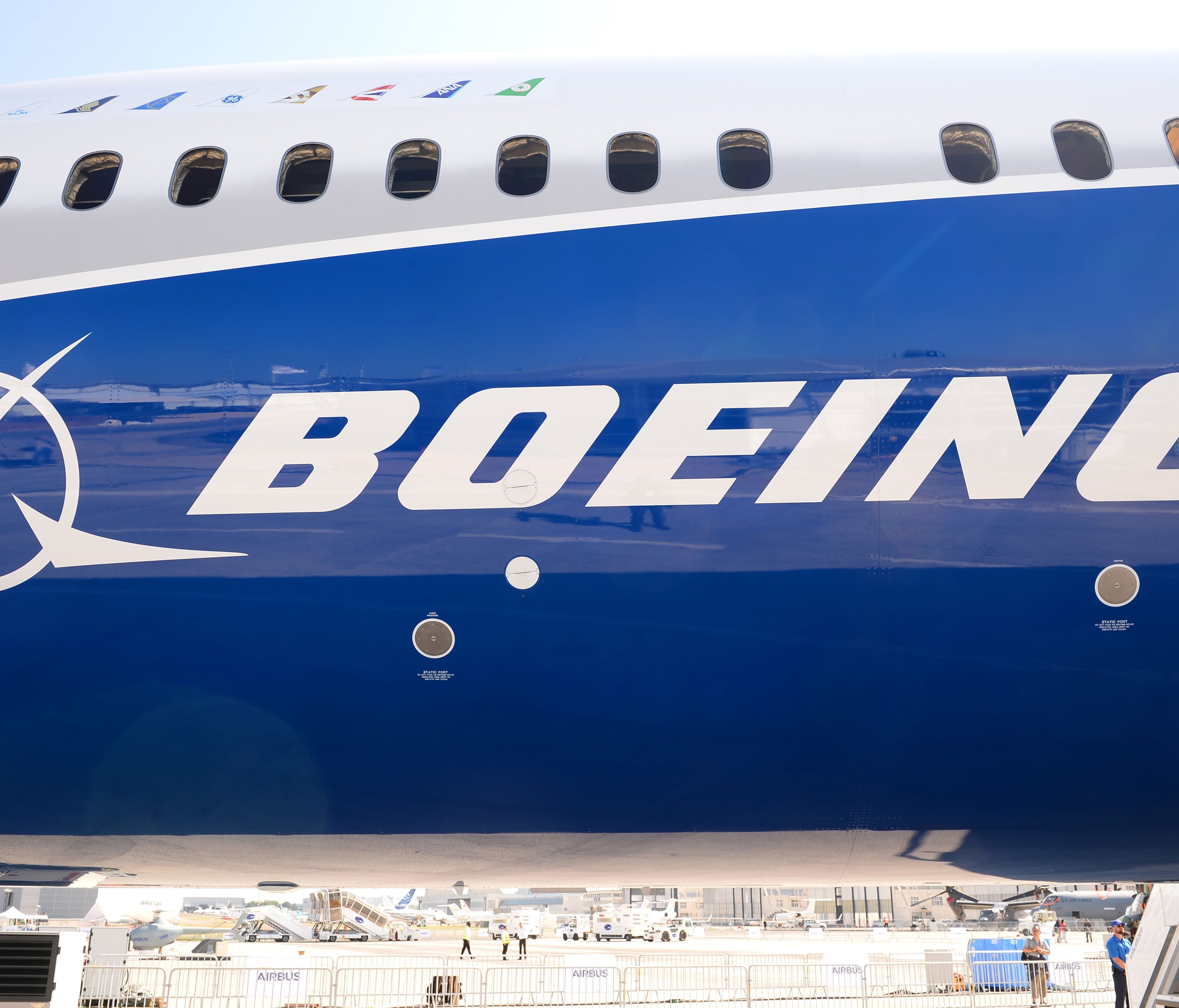 (FILES) This file photo taken on June 18, 2017 shows the Boeing logo on the fuselage of a Boeing 787-10 Dreamliner test plane presented on the Tarmac of Le Bourget.  Emirates Airlines on November 12, 2017, agreed to purchase 40 Boeing 787-10 Dreamline