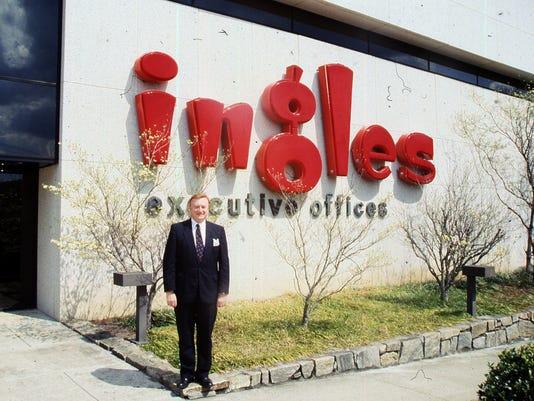 636638800337626661-Bob-Ingle-at-hq-1992.jpg