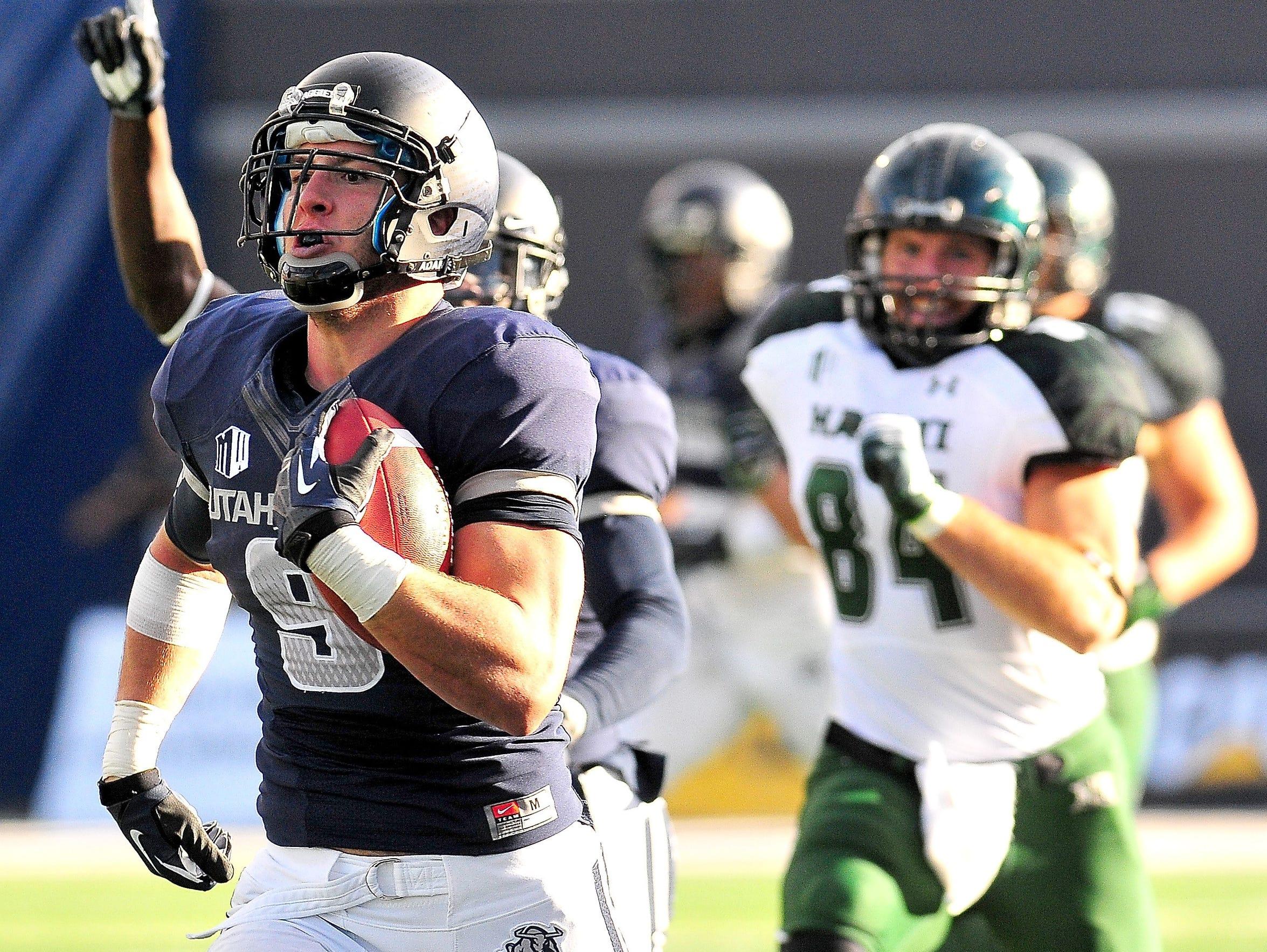 Utah State linebacker Kyler Fackrell (9) returns an