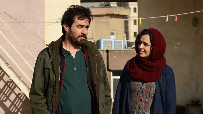 When his wife is attacked by an interloper in their new apartment, Emad sets out to find her assailant, intent on revenge.