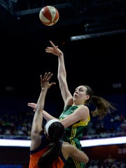 Breanna Stewart's whirlwind 2016 included an NCAA national
