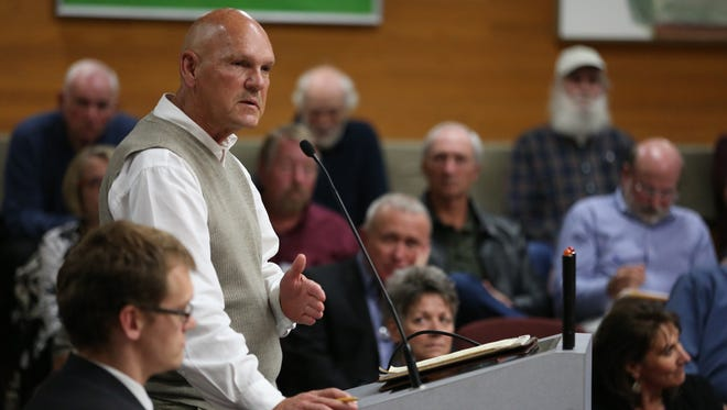 Creekside Golf Club member Kent Hunsaker testifies on a water rate proposal during a Salem City Council meeting on Monday, Oct. 10, 2016.