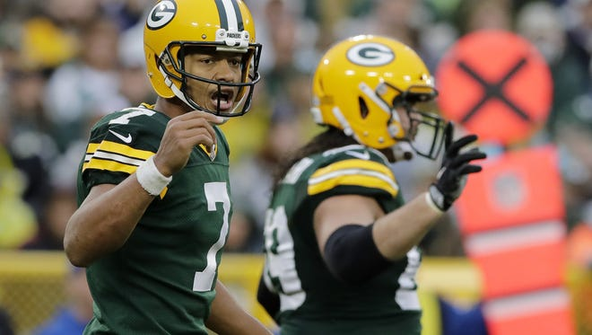 Green Bay Packers quarterback Brett Hundley (7) directs the offense during the fourth quarter against the New Orleans Saints at Lambeau Field on Sunday, October 22, 2017 in Green Bay, Wis.  Adam Wesley/USA TODAY NETWORK-Wisconsin