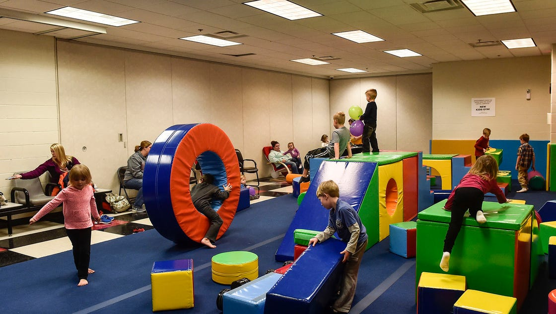 Childs 39 play remodeled kids gym open at ymca for Gimnasio 9 entre 40 y 41