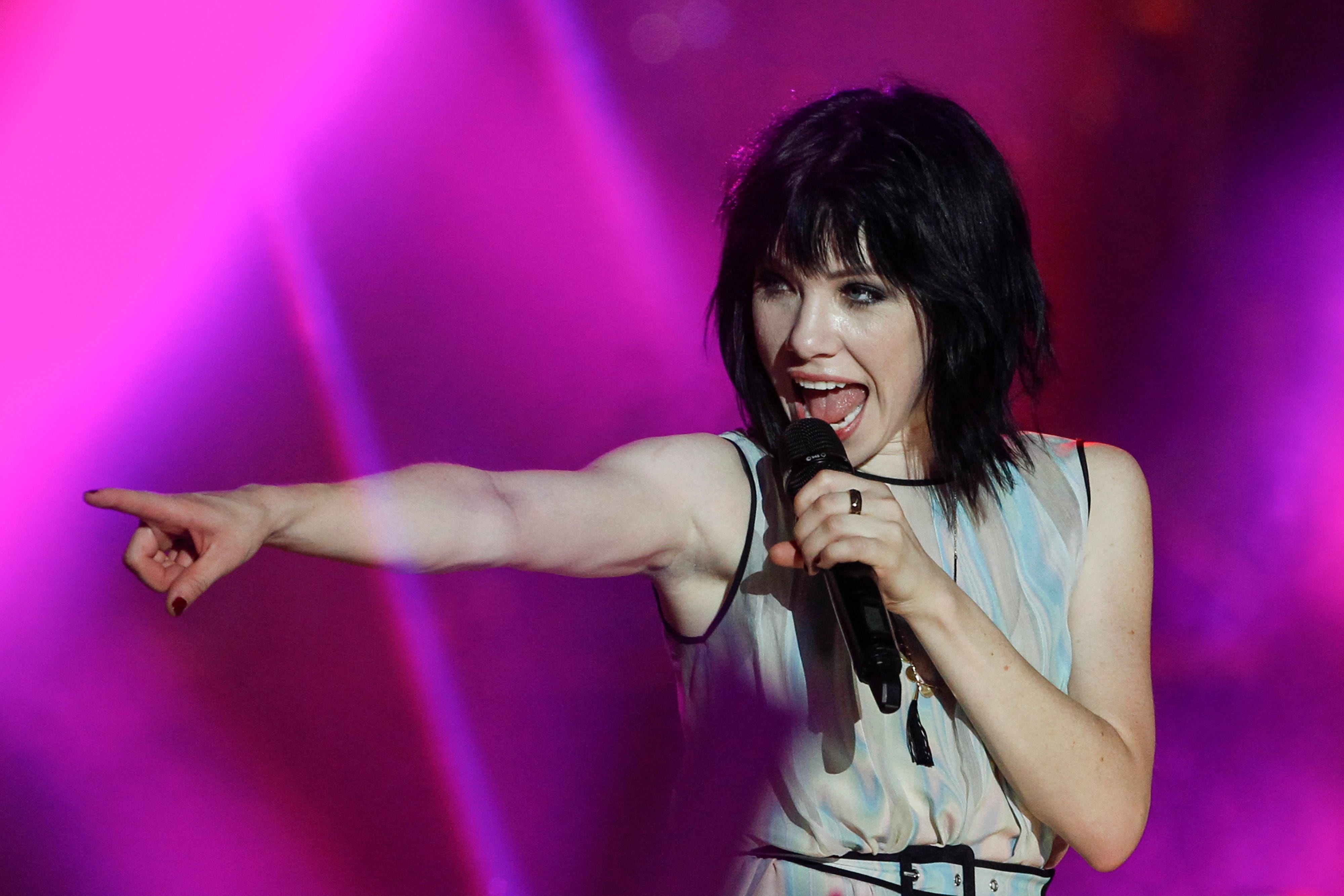 Carly Rae Jepsen Nude Photos 94