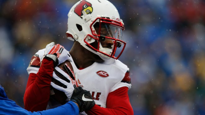 Louisville's James Quick hauls in a touchdown pass in the second half. Nov. 28, 2015.