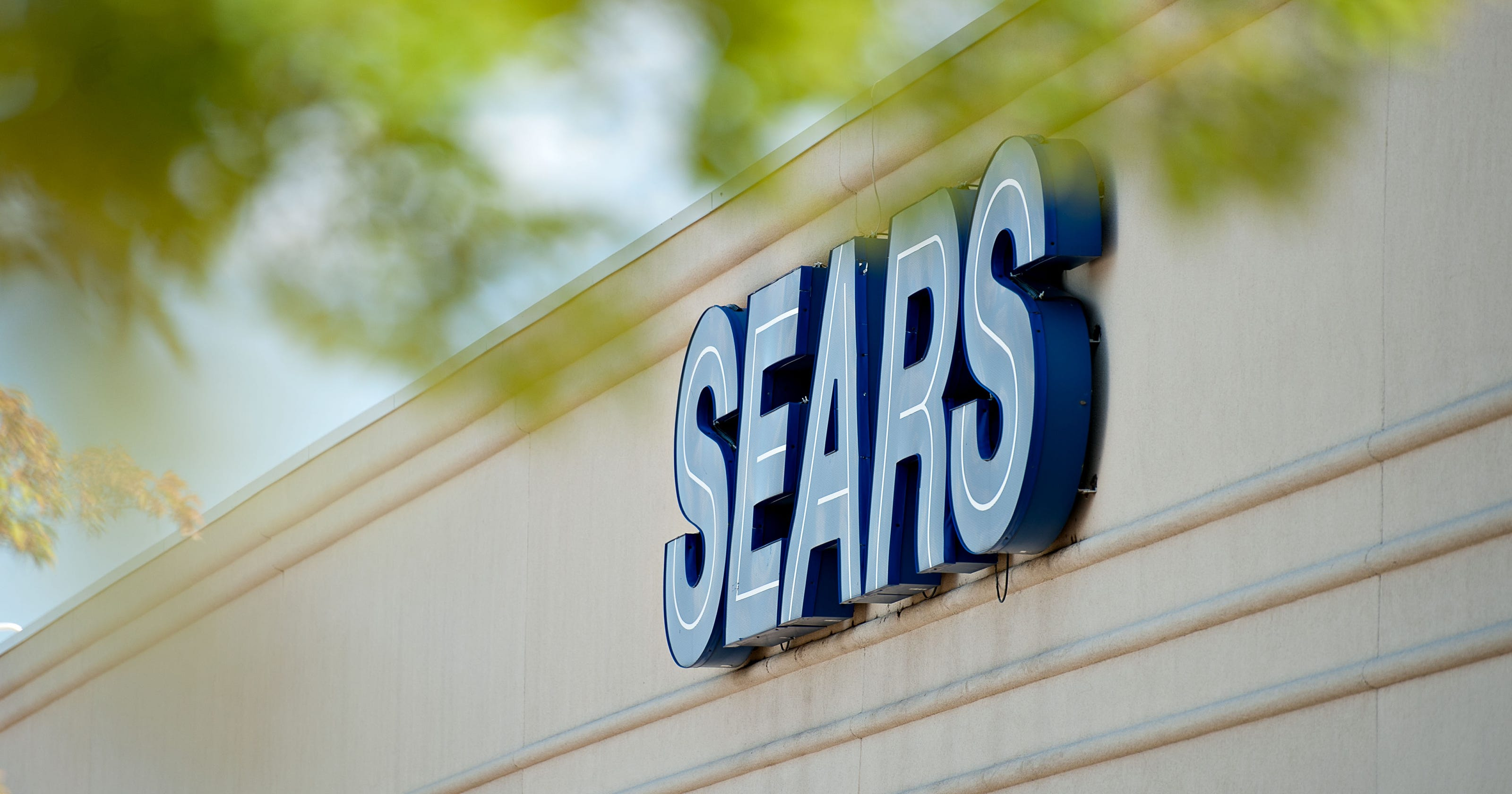 4c8d3d412a Last metro Sears store closes on eve of iconic company s bankruptcy filing