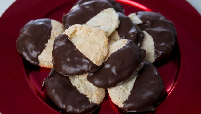 A platter of amaretti cookies.