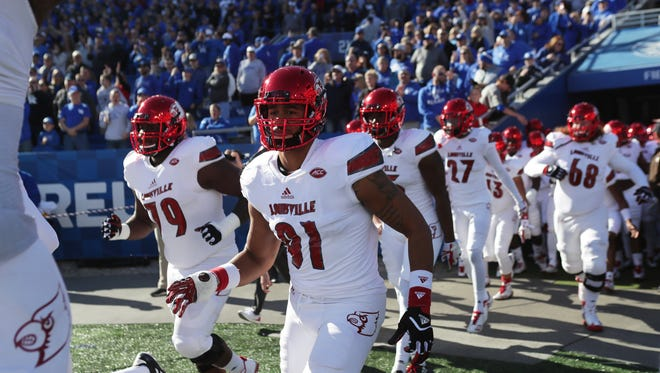 The Louisville Cardinals take the field at Kroger Field to face the Wildcats. Nov. 25, 2017.