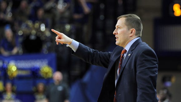 South Dakota State Head Coach T.J. Otzelberger gives
