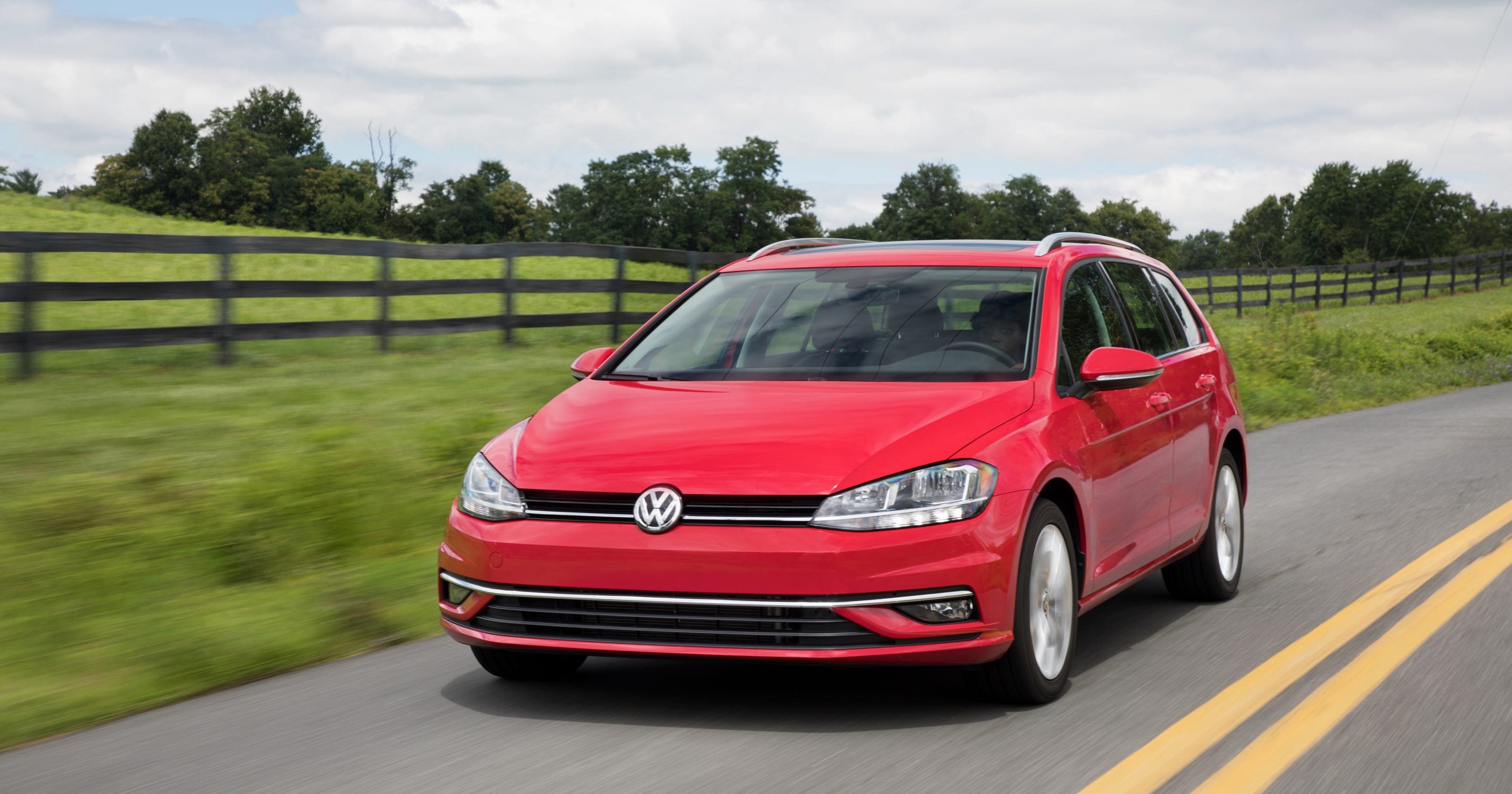 Review Volkswagen S Golf Sportwagen Puts The Sport Into Wagon