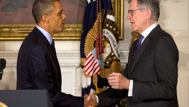 President Obama shakes hands with Tom Wheeler.