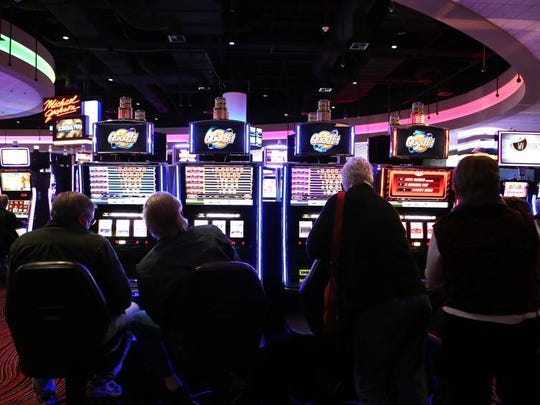 More than 1,000 gamblers visited Miami Valley Gaming - the region's first racino - during the first hour of operation Thursday.
