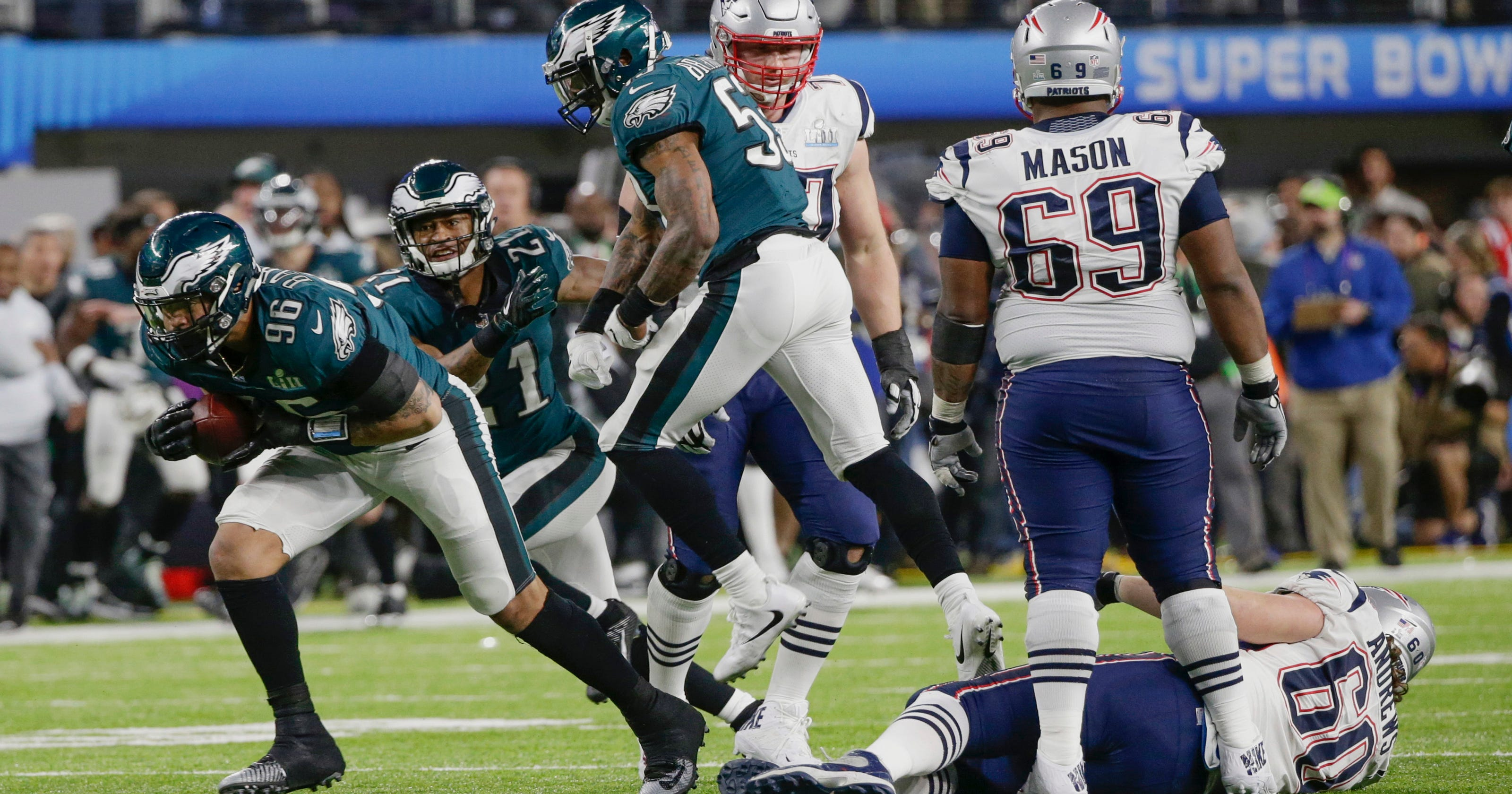 a86af1695c8 Derek Barnett recovers fumble to help Philadelphia Eagles win Super Bowl