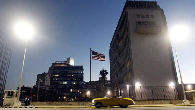Vista del exterior de la Embajada de Estados Unidos en La Habana (Cuba), jueves 12 de enero de 2017.