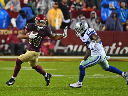 Oct 29, 2017; Landover, MD, USA; Washington Redskins wide receiver Ryan Grant (14) runs after a catch as Dallas Cowboys cornerback Orlando Scandrick (32) defends during the second half at FedEx Field.