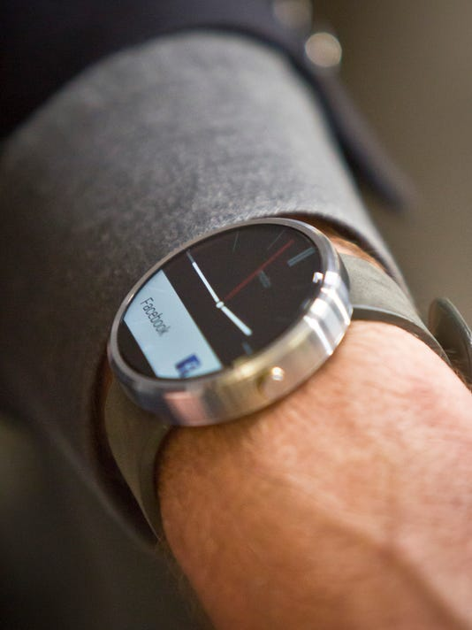 Motorola Smart Watch_Youn.jpg