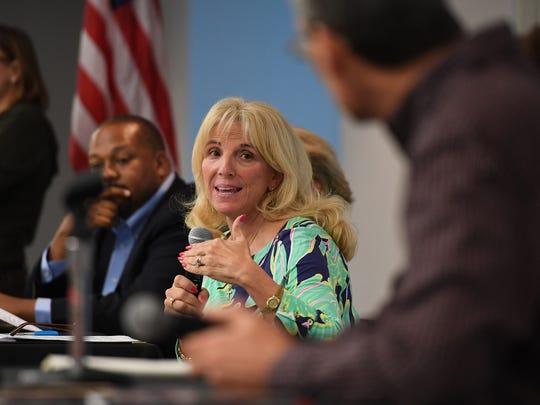 Lynda Leventis-Wells speaks in favor of not changing