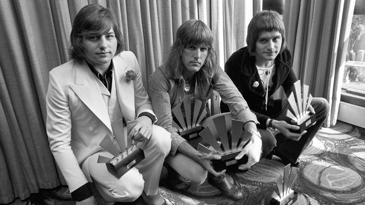 Greg Lake, the vocalist and bass player for 1970's progressive rock groups Emerson, Lake and Palmer, and King Crimson, has died of cancer, his former manager reported on Thursday.