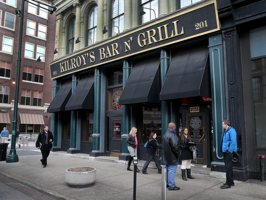 Lunch goers leave Kilroy's Bar & Grill, Monday, Jan