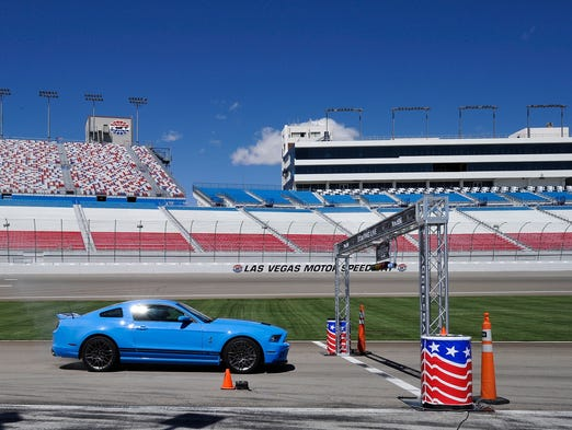 How to plan a guys 39 weekend in las vegas for Las vegas motor speedway driving experience