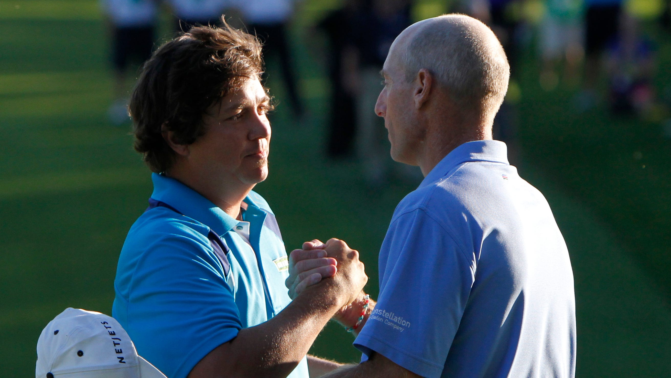 Jason Dufner shakes hands with Jim Furyk after wining  the 95th PGA Championship at Oak Hill in Pittsford, NY August 11, 2013.