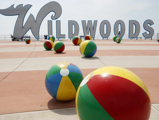 636352304236030385-CHLBrd-10-17-2014-Daily-1-A011--2014-10-16-IMG-Wildwood-Sign-Makeov-2-1-AF8RENOO-L502231097-IMG-Wildwood-Sign-Makeov-2-1-AF8RENOO.jpg