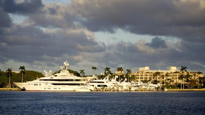 The Australian Dock accommodates large yachts and is part of the Town Docks, which is the only public marina in Palm Beach.